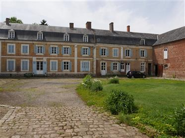 Grande fazenda napoleão com prédios e grandes terrenos
