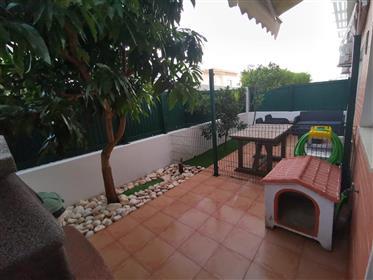 T2 Apartmán s dvorom, parkoviskom a skladom - v Algarve - Albufeira - dobre umiestnený