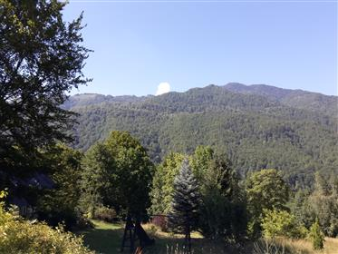 Stuning property between lake and mountains+1,3 ha park and pool