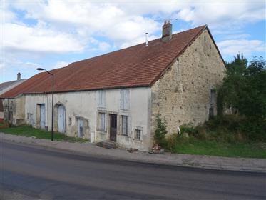 Maison - Ancien corps de ferme à rénover