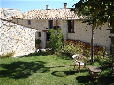 Casa da Vila com Jardim