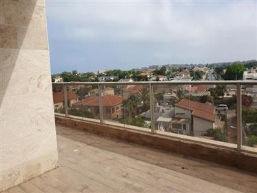 New apartment, 130 Sqm, spacious, bright and quiet, in Netanya
