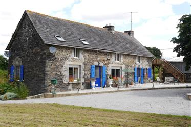 Charming Renovated Farmhouse with additional Buildings