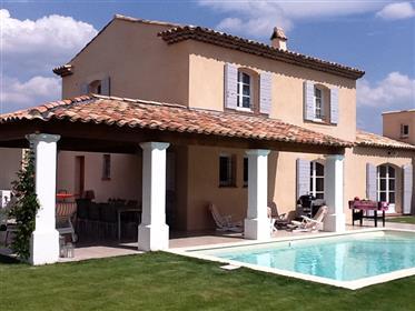 Villa em Royal Bridge Golf com piscina