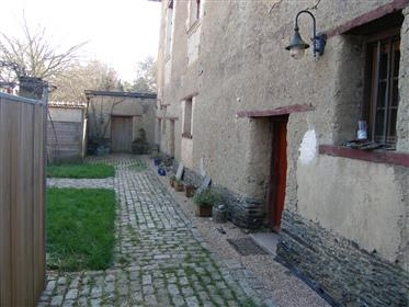 Nos portões da Mansão Rennes do dia 17