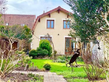 2 casas isoladas com jardim