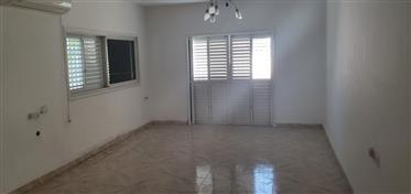 Maison privée, 387 M², spacieuse, lumineuse et calme, à Ashdod