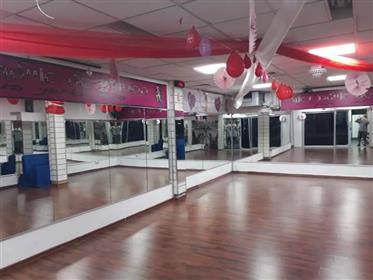 Pour louer gym / aérobic, 330 M², emplacement privilégié, à Ashdod