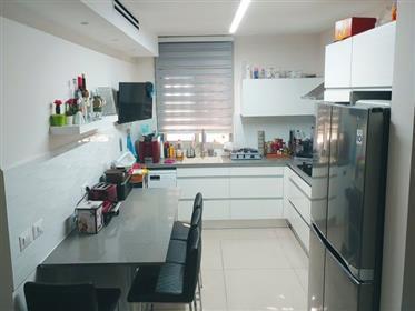Nouvel appartement spacieux, lumineux et calme, 114 M², à Ashkelon