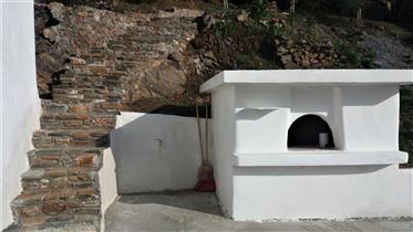 Zwei komplett restaurierte, traditionelle Häuser