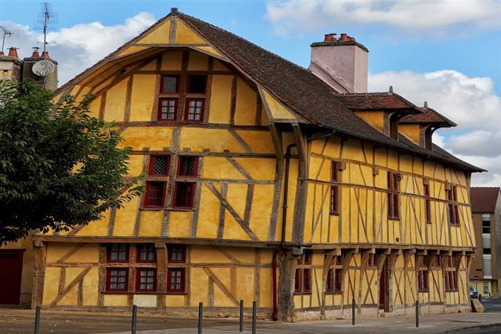 Maison du Dauphin, Troyes